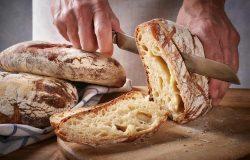 Bakkers met zuurdesem brood